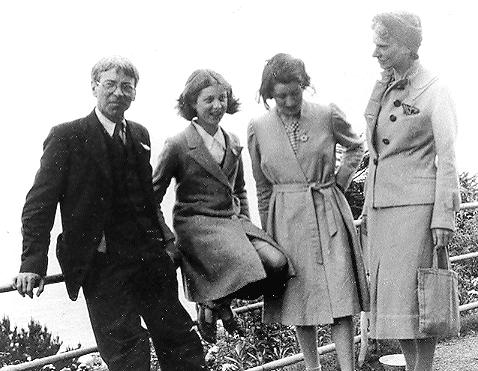 Stanley and Hilda with their daughters, 1943